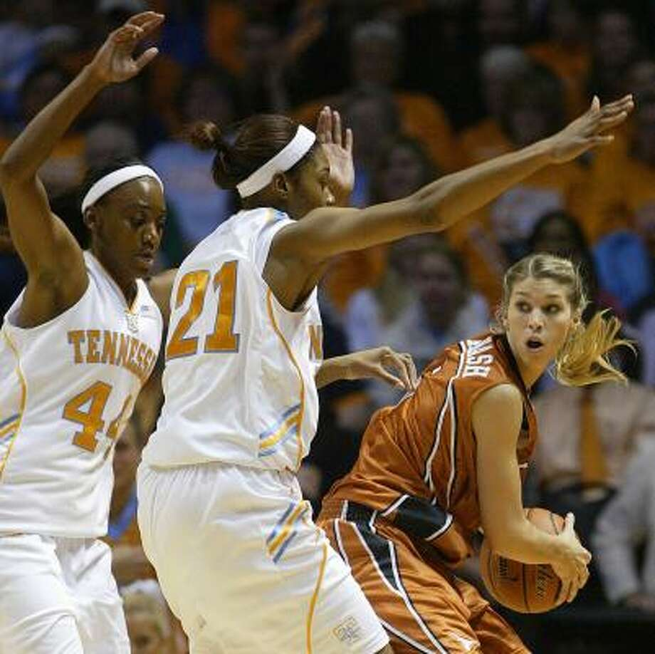 Texas' Kathleen Nash, right, looks for help as she's pressured by Tennessee's Alex Fuller, left, and Vicki Baugh. Photo: WADE PAYNE, ASSOCIATED PRESS