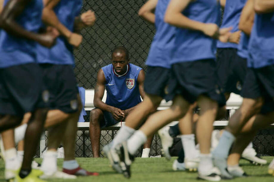 DaMarcus Beasley, center, is now a veteran after seeing players come and go on a U.S. team in transition. Photo: José M. Osorio, Mcclatchy-tribune