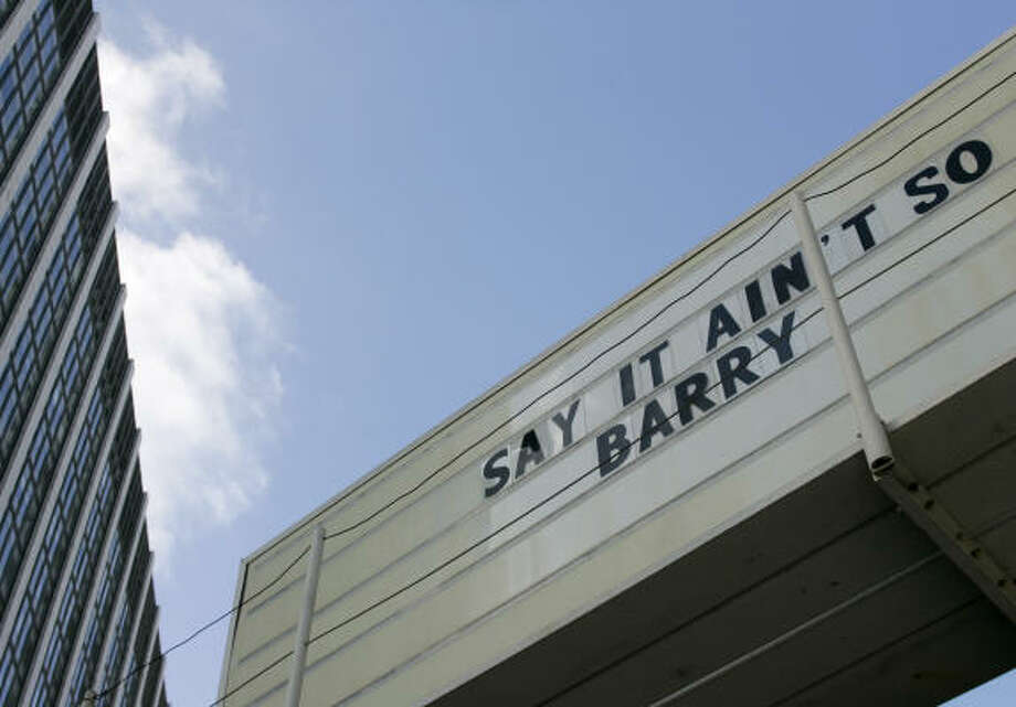 A sign at a tire shop notes Bonds' appearance at a San Francisco courtroom. Photo: Eric Risberg, AP