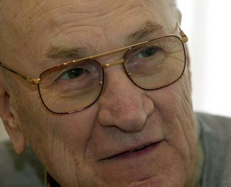 Edmund Jackson, 83, recounted his experiences from World War II in a new series of schoolbooks, which strives to get students more interested in history by humanizing it. Photo: SKIP PETERSON, ASSOCIATED PRESS