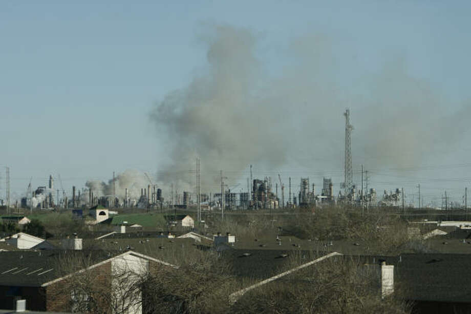 Apartment homes lie upwind of smoke rising from the Valero refinery in Texas City Sunday afternoon. Photo: Kevin Fujii, Chronicle