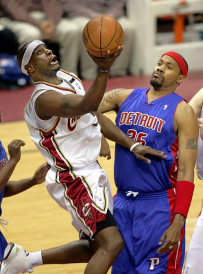 Flip Murray and Rasheed Wallace met in last year's playoffs in the East. Photo: MARK DUNCAN, AP