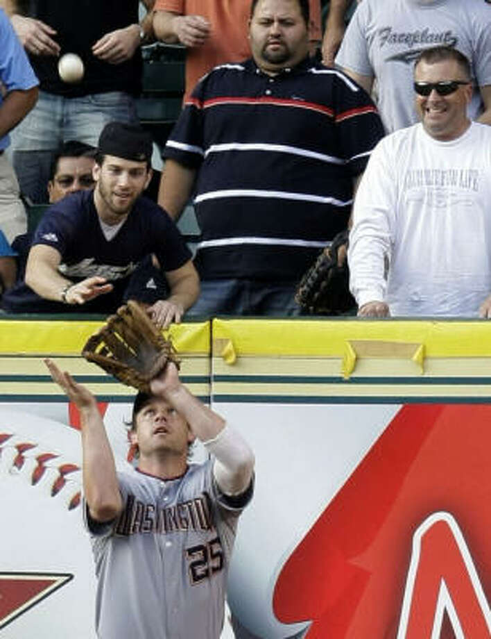 Austin Kearns hauls in Miguel Tejada's fly ball in the first inning. Photo: Karen Warren, Chronicle