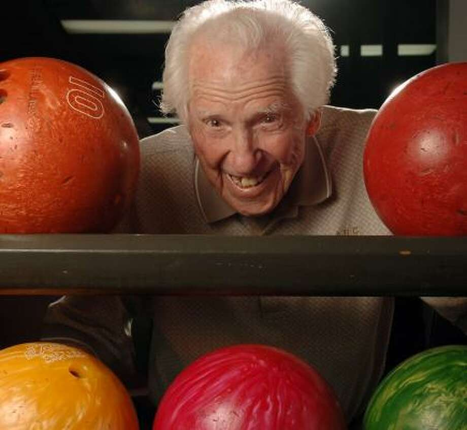 Bill Hargrove, shown last year at Surburban Lanes in Decatur, Ga., died of congestive heart failure. Photo: JOEY IVANSCO, ATLANTA JOURNAL CONSTITUTION FILE
