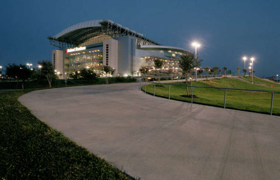 Tens of thousands of football fans will be at Reliant Stadium on Dec. 20 for two title games. Photo: SMILEY N. POOL, CHRONICLE