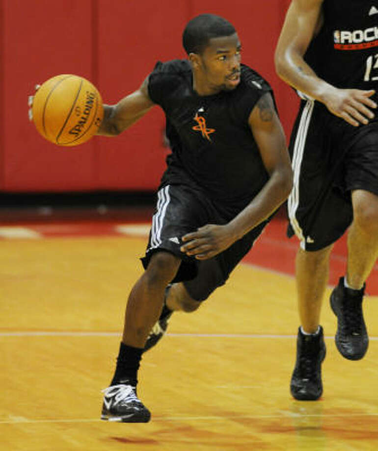 Aaron Brooks returned to practice for a light workout and called himself day-to-day. Photo: Steve Ueckert, Houston Chronicle