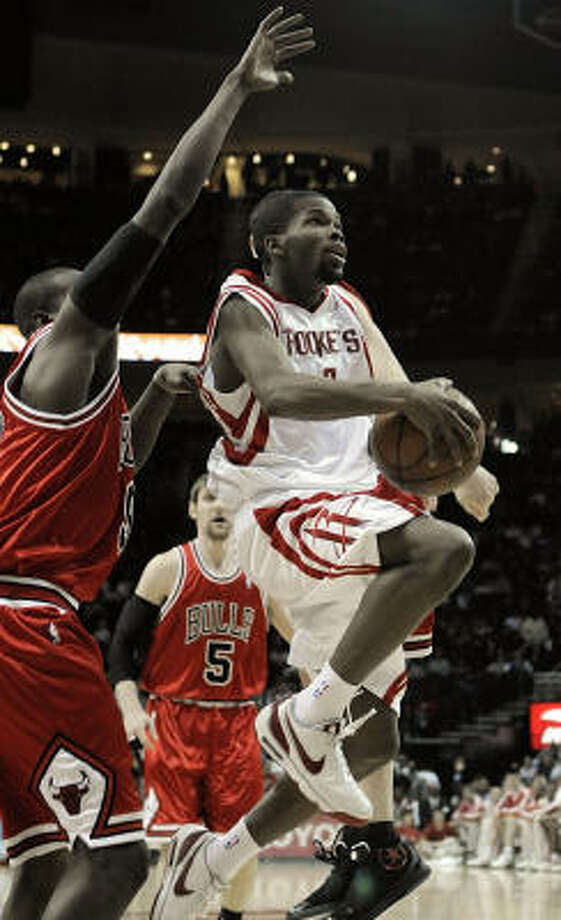 Houston Rockets' Aaron Brooks goes to the basket under the arm of Chicago Bulls' Luol Deng. Photo: Pat Sullivan, AP