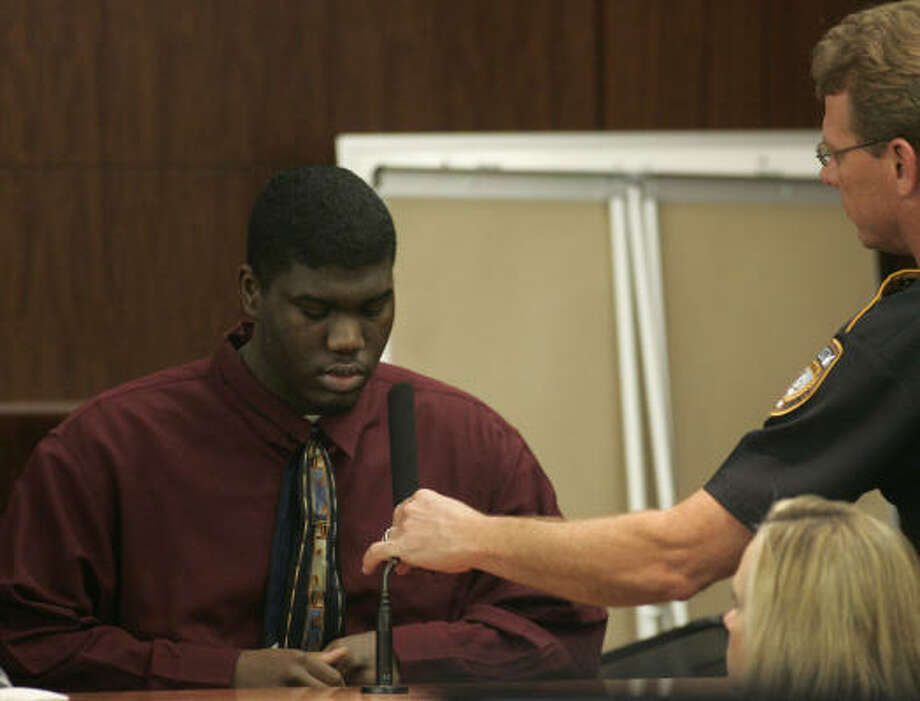 Dontae Moore, 19, charged with capital murder, takes the stand in his defense on Wednesday at the Harris County Criminal Justice Center. Photo: Johnny Hanson, For The Chronicle