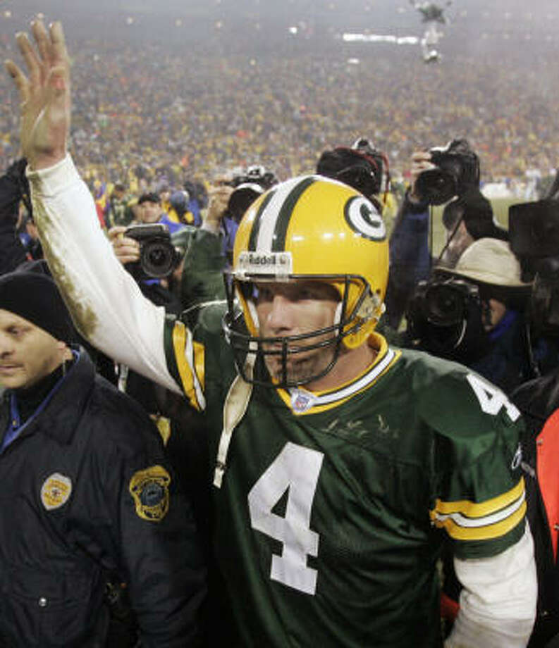 Packers quarterback Brett Favre acknowledges the fans as he heads to the dressing room after what could be his last game at Lambeau Field. Photo: Mike Roemer, AP