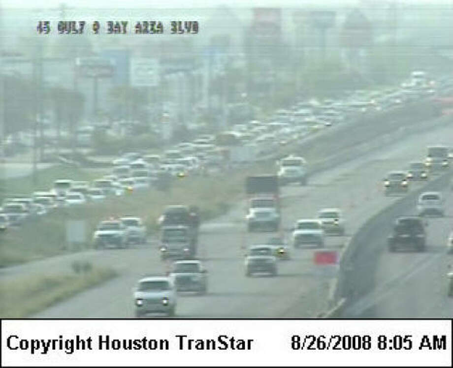 Northbound traffic continues to move slowly on the Gulf Freeway in the Clear Lake area because of overnight construction. Photo: Houston TranStar