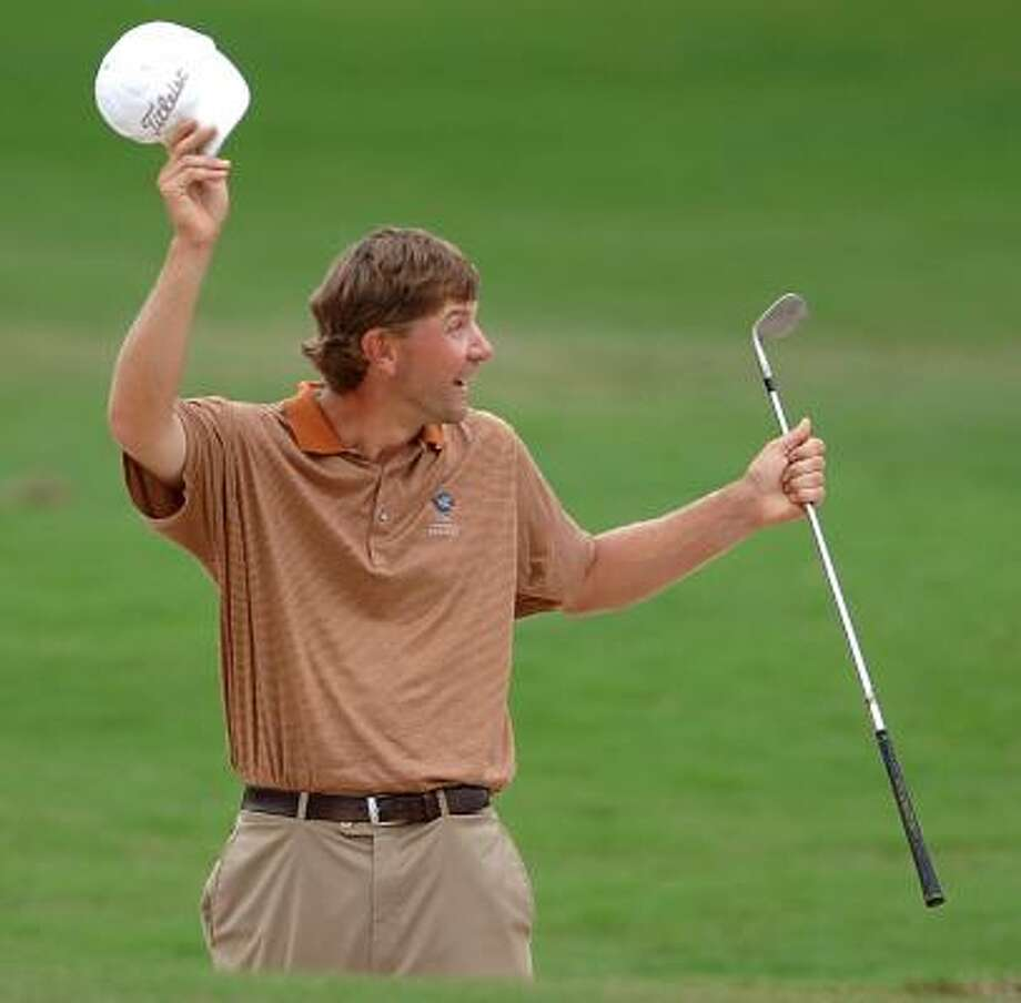 Sinking a sand shot helped Lucas Glover pick up his lone PGA Tour victory at the Funai Classic in 2005. Photo: GARY W. GREEN, Orlando Sentinel