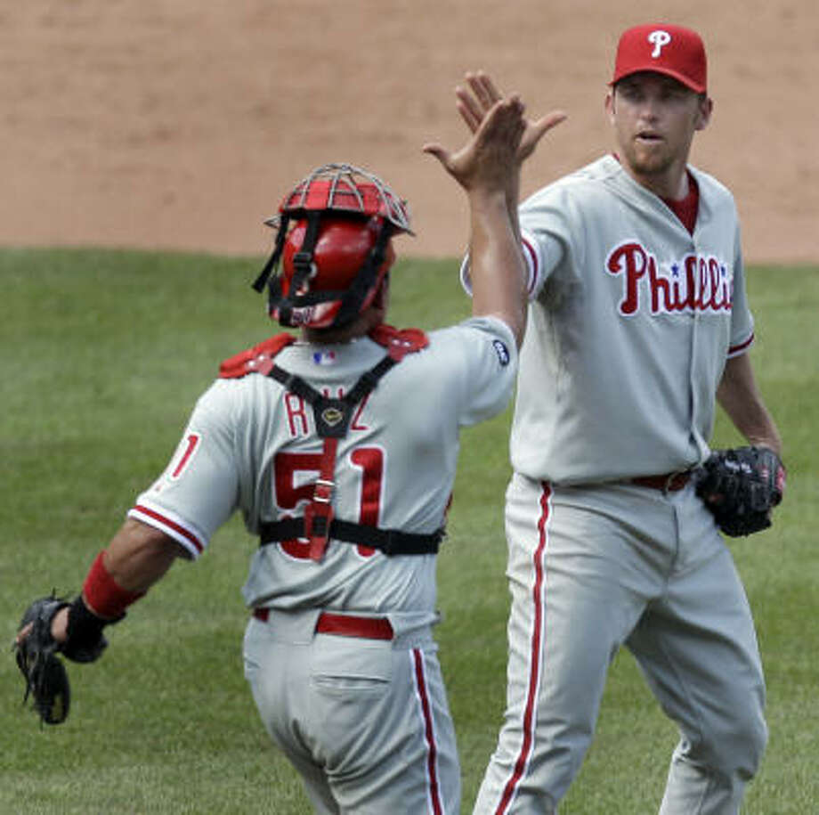 Former Astros closer Brad Lidge, right, found Philadelphia to his liking, helping the Phillies win a World Series in 2008. Photo: Jeff Roberson, AP