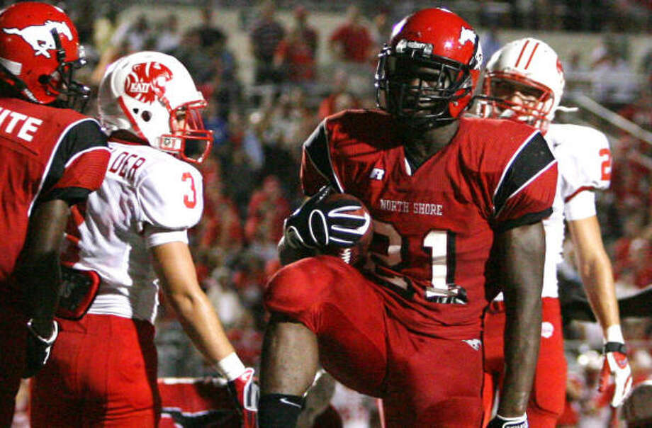 North Shore running back Tracy Woods and his teammates will put their regular-season win streak on hold again. Photo: Billy Smith II, Chronicle
