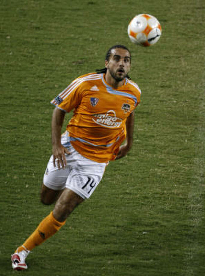 Dwayne De Rosario plays the ball during against San Francisco FC during a CONCACAF Champions League match on Tuesday at Robertson Stadium. The Dynamo won 2-1. Photo: Johnny Hanson, Chronicle