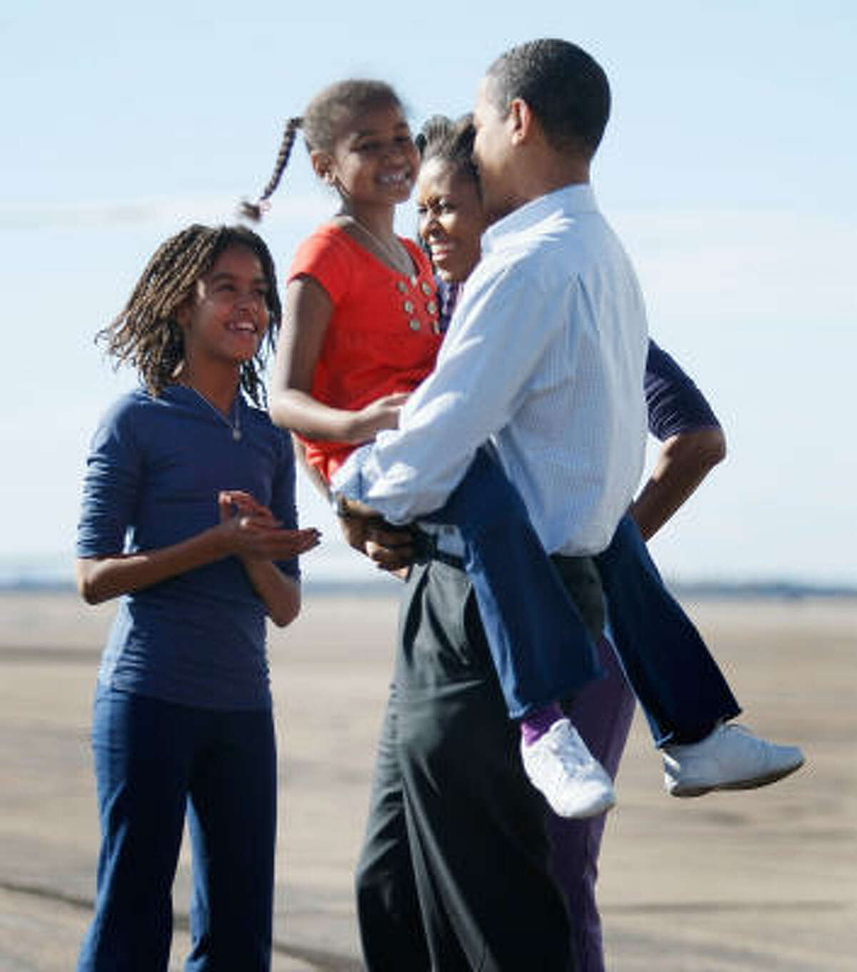 Barack Obama's family — daughters Malia and Sasha and wife Michelle — welcome him to Pueblo, Colo., on Saturday.