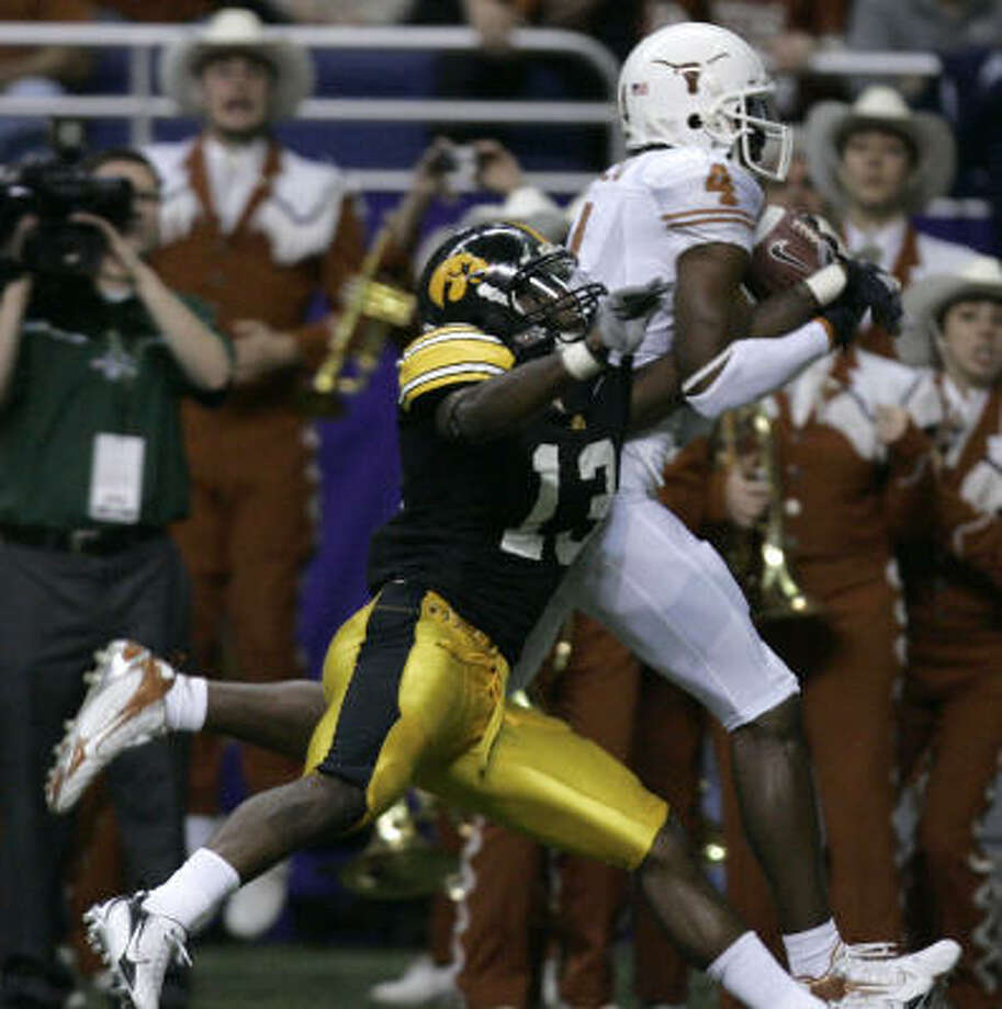 Texas receiver Limas Sweed pulls down a second-quarter touchdown reception as Iowa defensive back Charles Godfrey defends. Photo: BRETT COOMER, CHRONICLE
