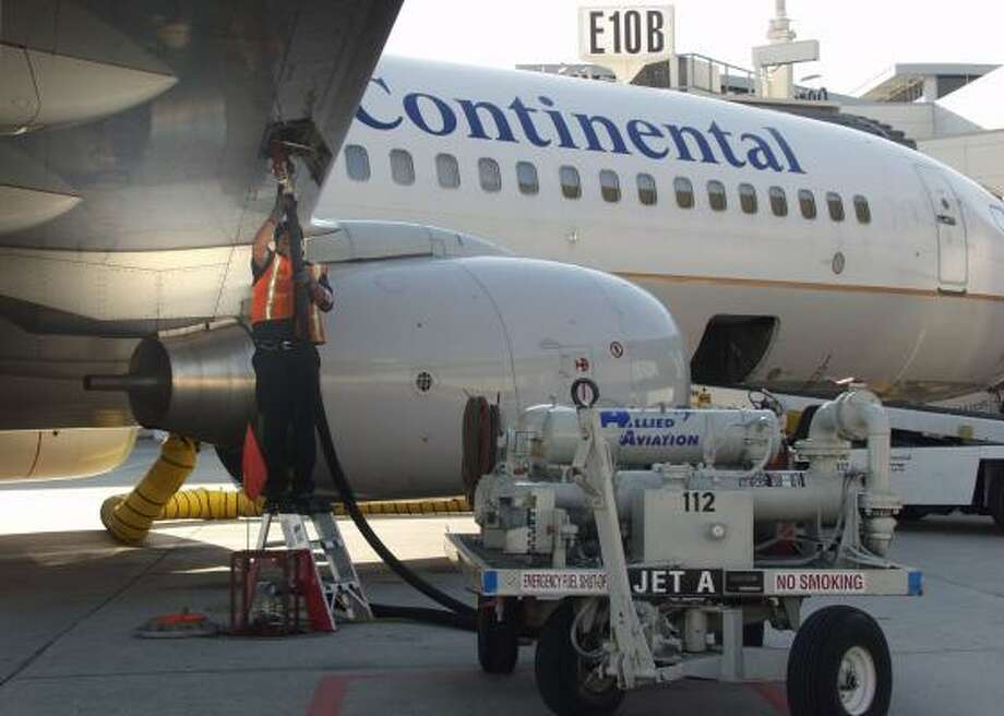Jet fuel is pumped into a Continental Airlines plane. The airline is working with Boeing and GE Aviation to develop an aircraft that can fly on biofuels. Photo: CONTINENTAL AIRLINES