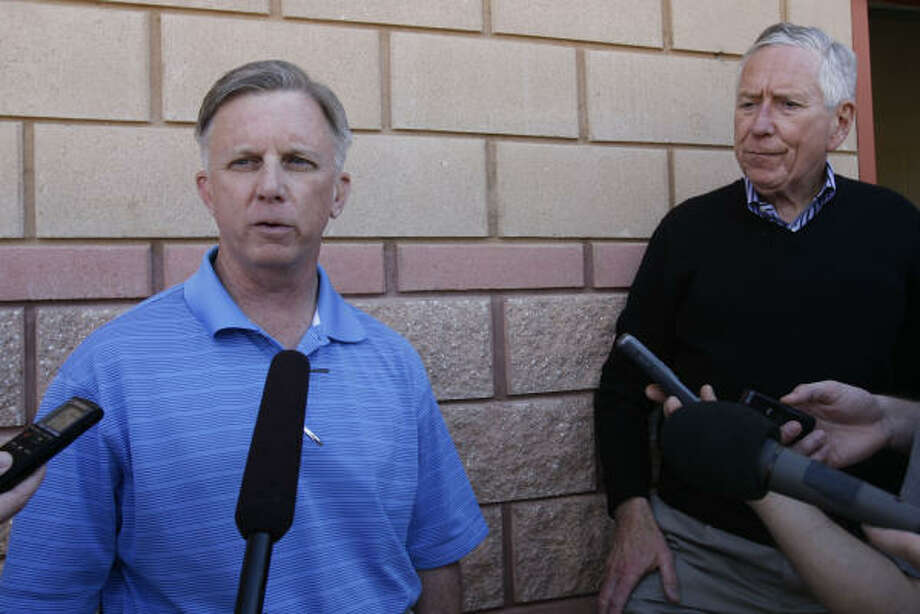 Astros general manager Ed Wade, left, discusses his extension through the end of 2012. Photo: Julio Cortez, Chronicle
