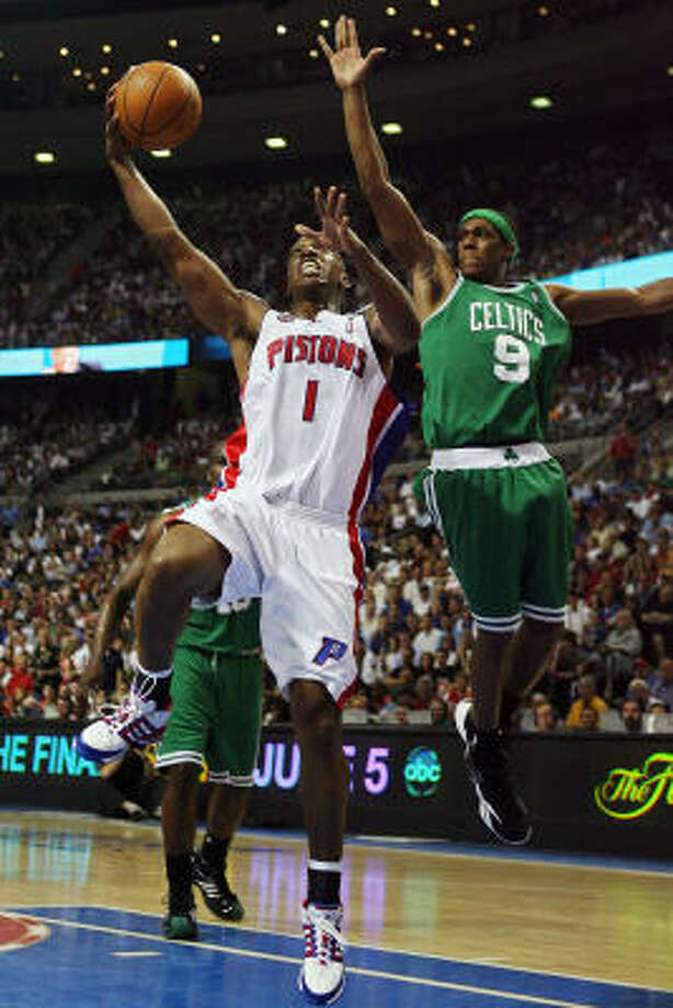 PARDON ME: The Pistons' Chauncey Billups challenges the Celtics' Rajon Rondo at the basket in the first half. Photo: Elsa, Getty Images