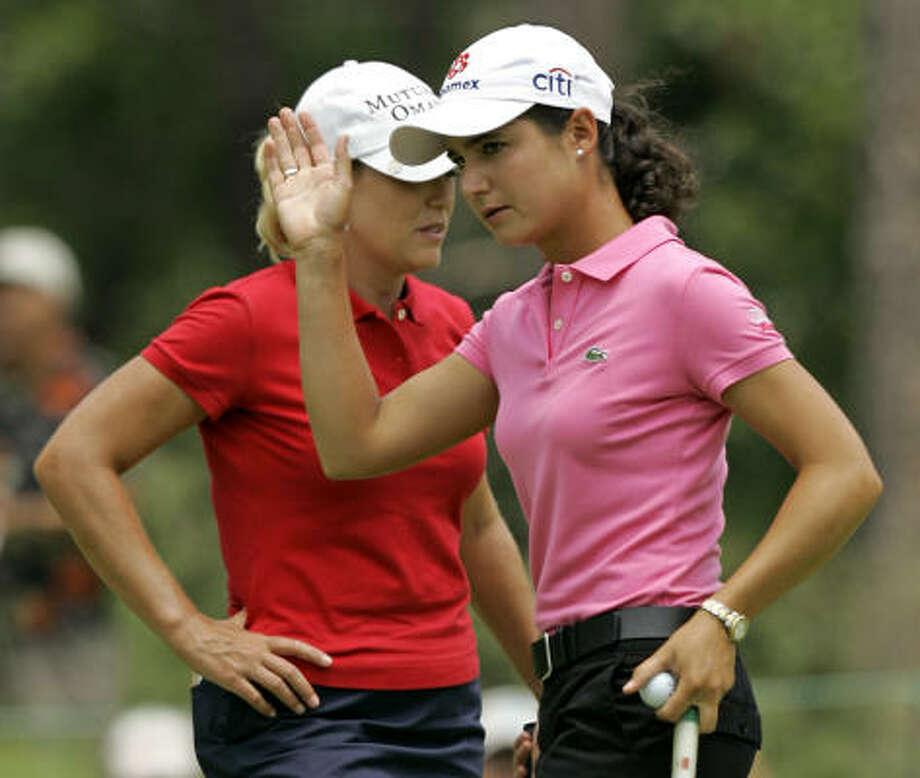 Cristie Kerr's steady play forced Lorena Ochoa (in pink) to take some riskier shots. Photo: Chuck Burton, AP