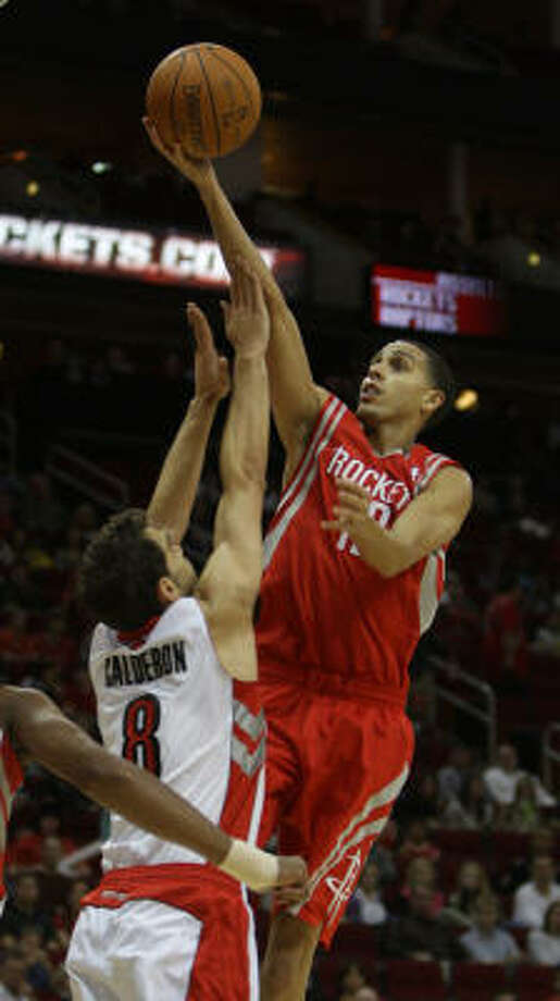 Rockets guard Kevin Martin puts up a shot over Toronto Raptors guard Jose Calderon during the first half. Martin finished the game with 20 points. Photo: Karen Warren, Chronicle