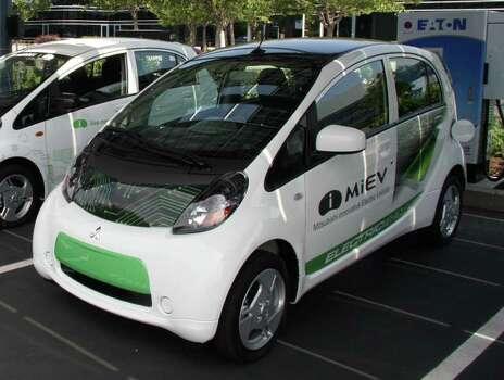 San Antonio Seeks To Amp Up Use Of Tiny Electric Cars San Antonio Express News