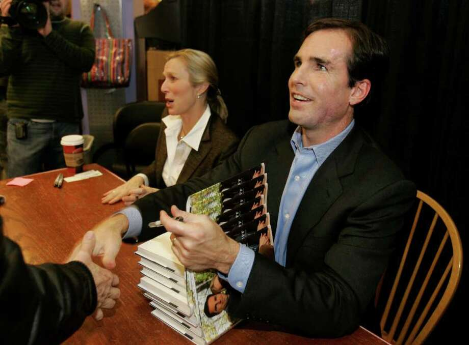 "Former ABC-TVnews anchor Bob Woodruff and his wife, Lee, sign copies of their book ""In an Instant"" at Borders Books in Birmingham, Mich., Saturday, March 10, 2007. Woodruff, a one-time Michigan resident, was riding in an Iraqi army tank in Taji, Iraq, his head and upper body exposed through the hatch on Jan. 29, 2006, when a roadside bomb tore off part of his skull. Photo: Carlos Osorio, AP / AP"