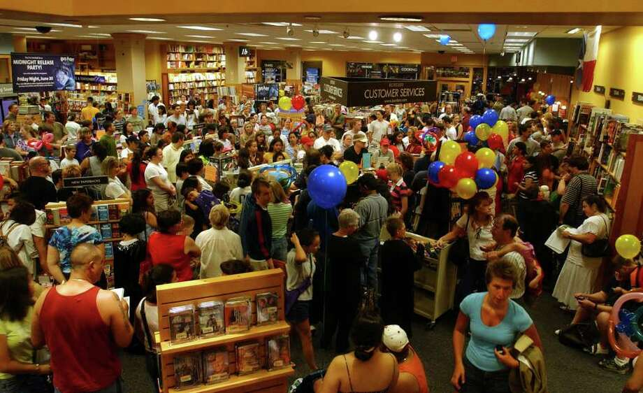 METRO - Hundreds and hundreds and hundreds of Harry Potter fans decend at midnight for the opportunity to buy the newest Harry Potter installment Saturday, June 21, 2003 at Borders Book Store at the Quarry Shopping Center. BAHRAM MARK SOBHANI/STAFF Photo: BAHRAM MARK SOBHANI, SAN ANTONIO EXPRESS-NEWS / SAN ANTONIO EXPRESS NEWS
