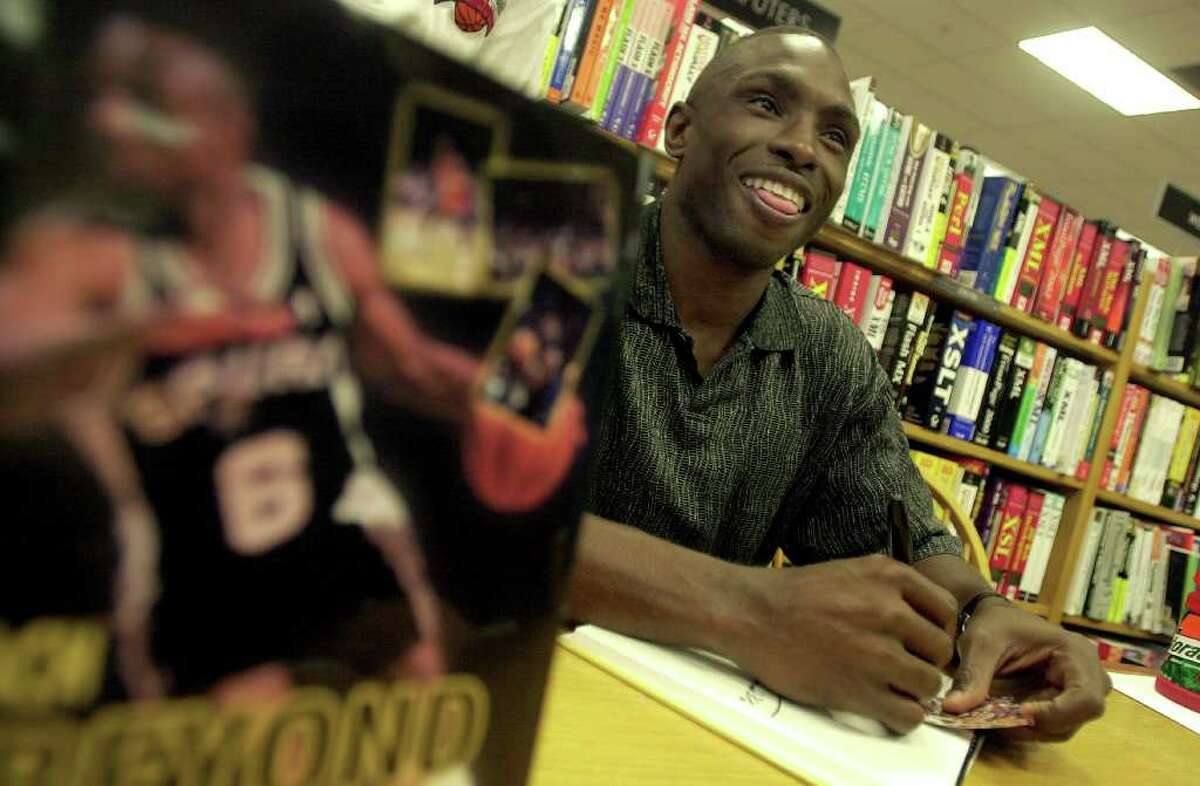 Former Spurs guard Avery Johnson was on hand at Borders to autograph his new book,