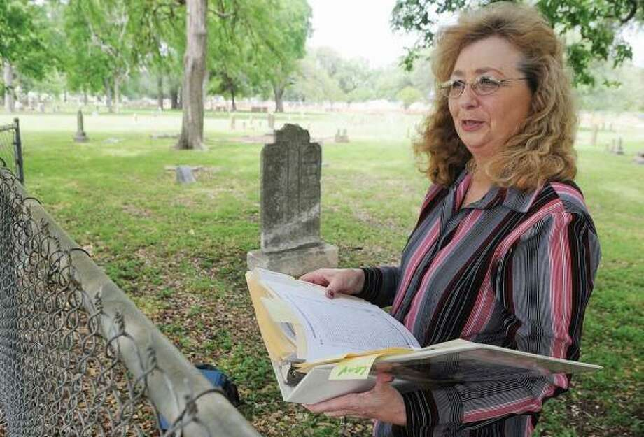 Carol Selander tracked down her great-great-grandfather's headstone in Waco's First Street Cemetery, but a historian told her it's unlikely his body lies beneath it. Photo: ROD AYDELOTTE, WACO TRIBUNE HERALD
