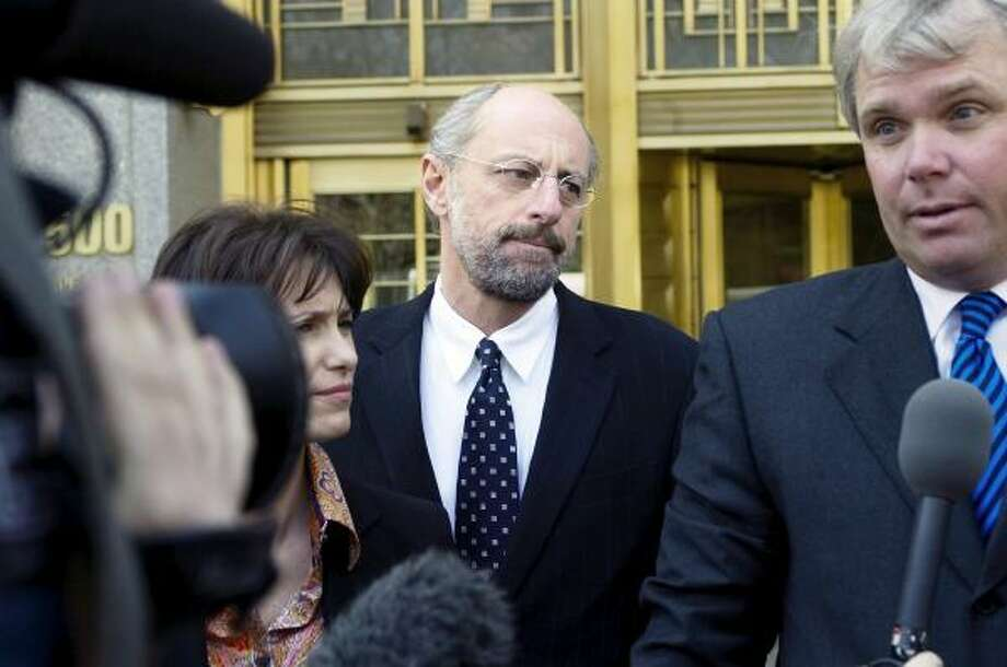 With attorney Bart Dalton, right, David B. Chalmers leaves the Manhattan federal courthouse in April 2005 after he was arraigned. Photo: ADAM ROUNTREE, BLOOMBERG NEWS FILE