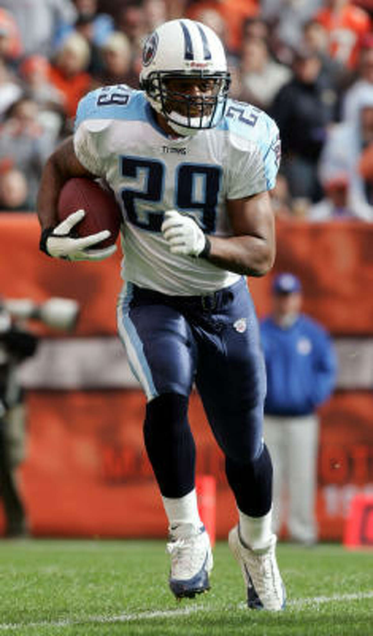 Chris Brown, formerly of the Titans, was described as a good fit for new assistant coach Alex Gibbs' system.