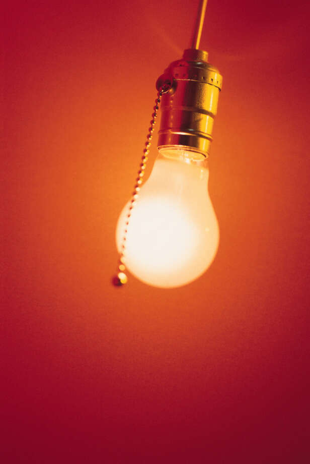 Replace incandescent bulbs with compact fluorescents. Photo: Fotolia.com / handout / stock agency
