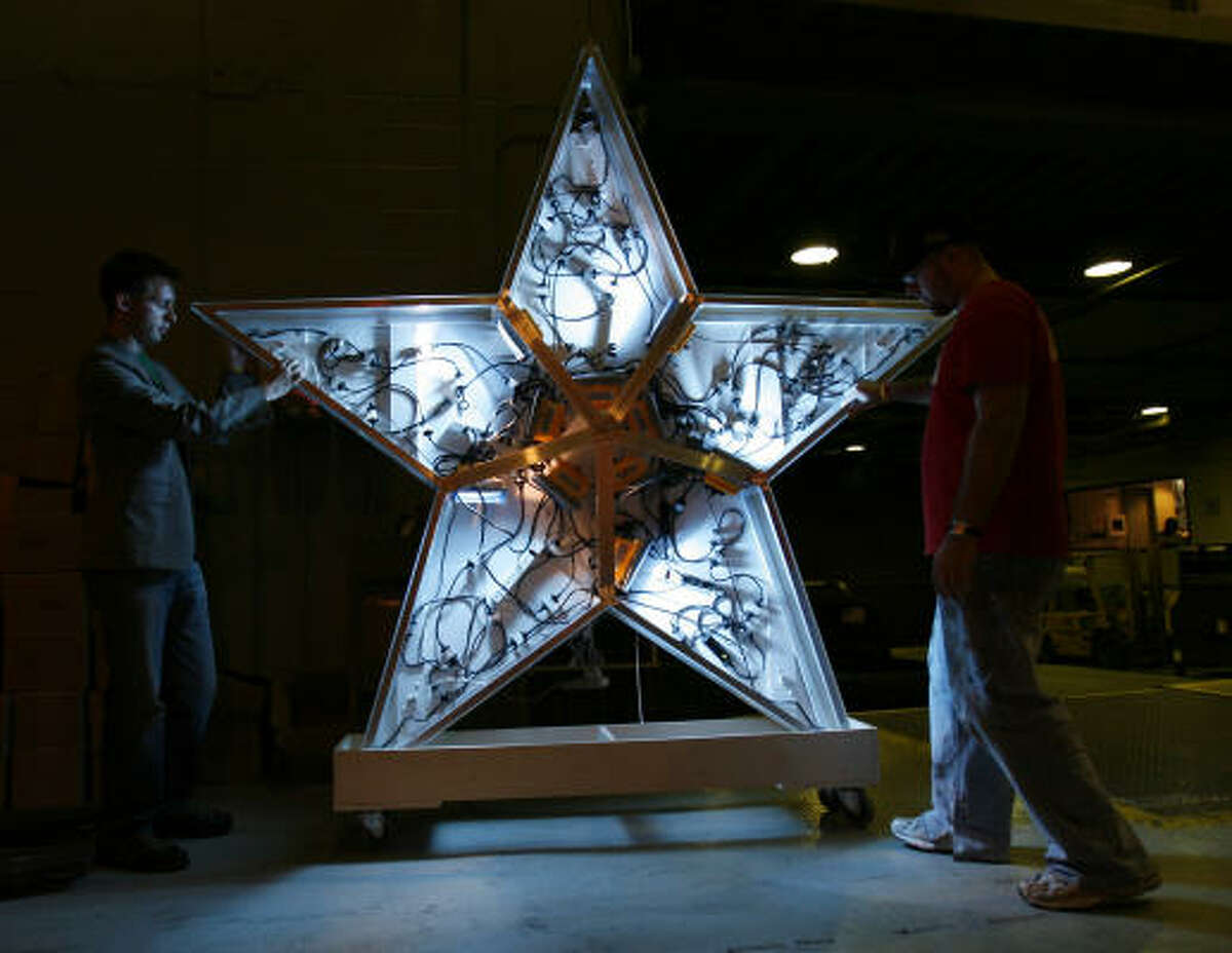Hopes for an annual event featuring the 9-foot-high star were high before New Year's Eve 2005.