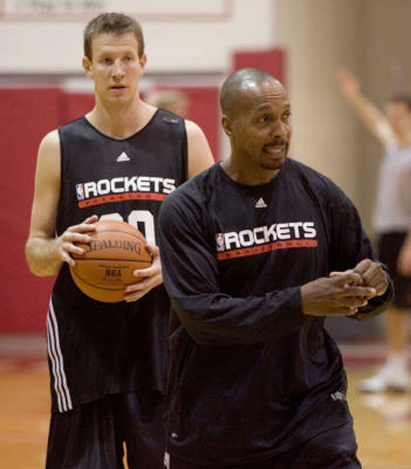 Houston Rockets assistant coach Elston Turner (right) will get the chance to be a head coach as he will interview for the vacant position with the Phoenix Suns. Photo: Brett Coomer, Houston Chronicle