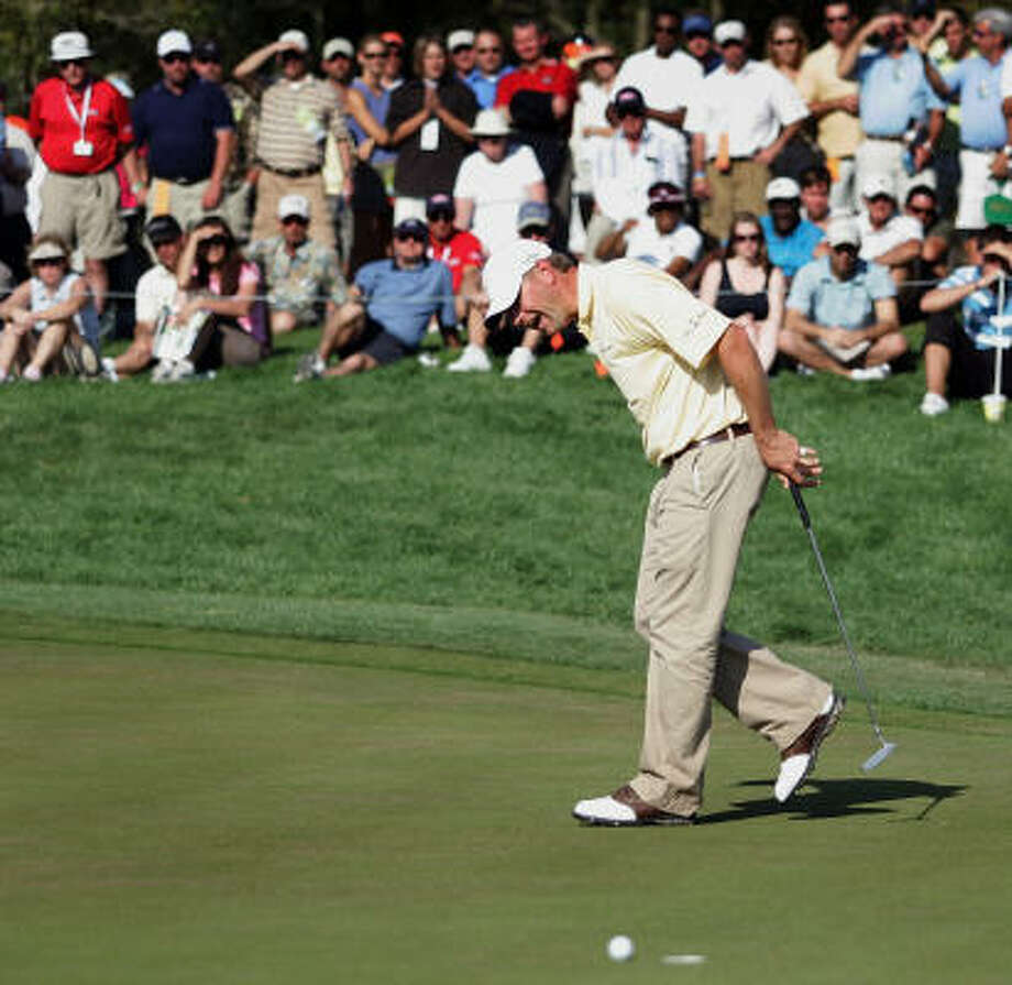 Heath Slocum misses a putt at No. 15. He lost to Mark Calcavecchia by a stroke. Photo: Marc Serota, Getty Images