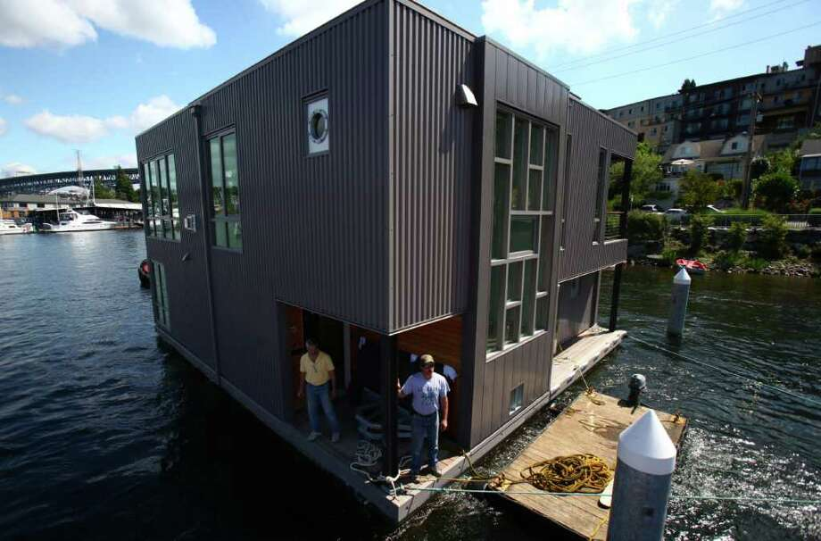 A floating home is maneuvered into Wards Cove on July 22, 2011 in Seattle's Eastlake neighborhood. The slips at Wards Cove are billed as the last new floating home spots on Lake Union. Photo: JOSHUA TRUJILLO / SEATTLEPI.COM