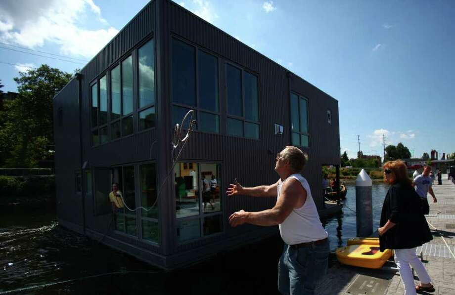 A crew from Fremont Tugboat positions a floating home in Wards Cove on July 22, 2011 in Seattle's Eastlake neighborhood. The slips at Wards Cove are billed as the last new floating home spots on Lake Union. Photo: JOSHUA TRUJILLO / SEATTLEPI.COM