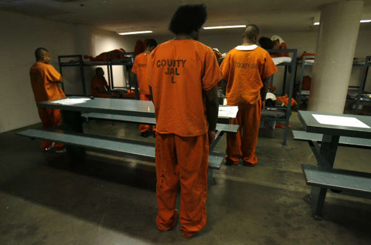 States records show Harris County's daily jail population averaged more than 9,100 inmates through the first 10 months of 2006. Inmates, their families and civil rights advocates have expressed concern about overpopulation, which strains overburdened staffers and makes for unsanitary conditions.
