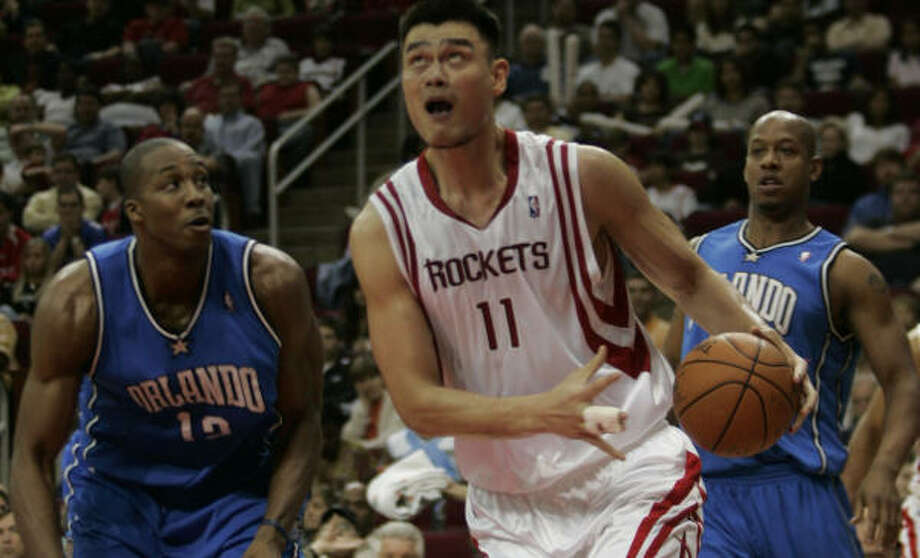 Yao Ming had a 10-point third quarter for the Rockets. Photo: Margaret Bowles, For The Chronicle