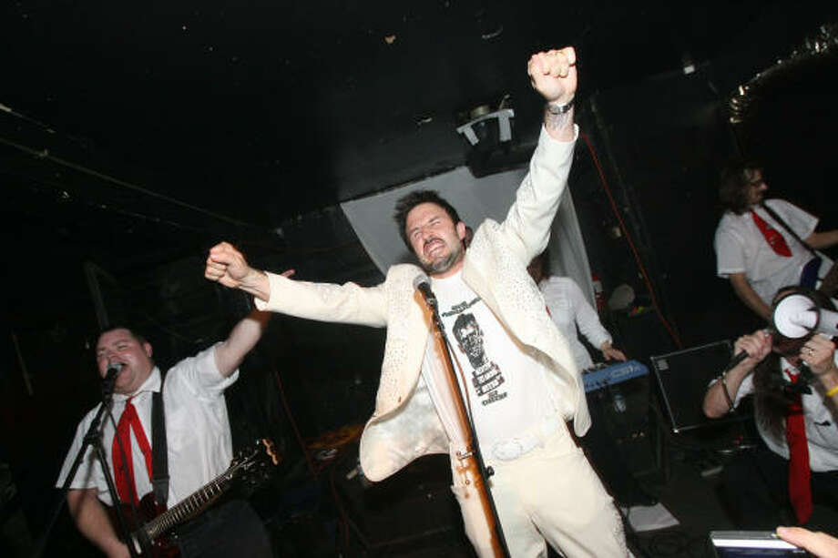 David Arquette energizes the audience at the Proletariat during a March performance with Houston band the Black Math Experiment. Photo: Bill Olive, For The Chronicle
