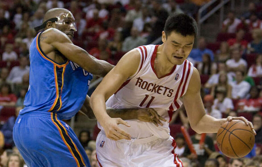 After Tracy McGrady went out with an injury, clean looks have been harder and harder to get for Yao Ming. Photo: Steve Campbell, Houston Chronicle