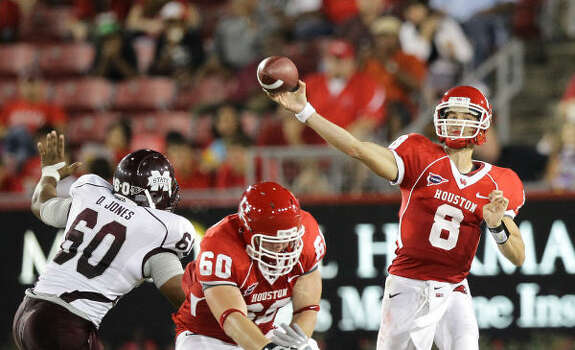 UH freshman quarterback David Piland (8) will make his third consecutive start today against SMU. Photo: Nick De La Torre, Chronicle