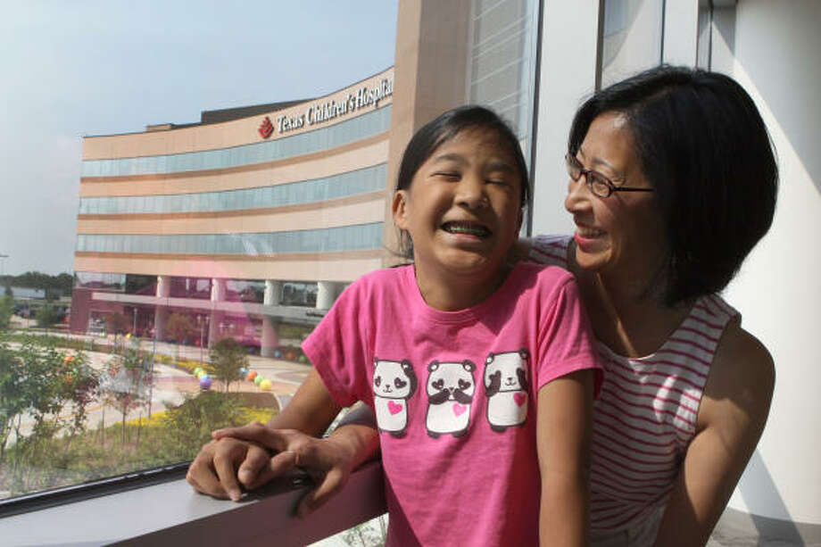 Margaret Go and her daughter, Katherine, 12, have a shorter drive to Texas Children's Hospital for treatment of the girl's genetic disorder after the facility opened a west campus. Photo: Alan Warren, Chronicle