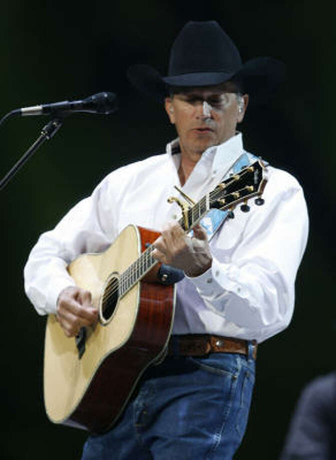 George Strait at 2007 Houston Livestock Show and Rodeo. Photo: James Nielsen, Houston Chronicle