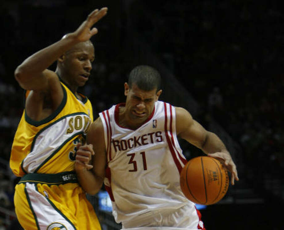 Shane Battier bodies up against Seattle's Ray Allen during the first half at Toyota Center. Photo: KAREN WARREN, Houston Chronicle
