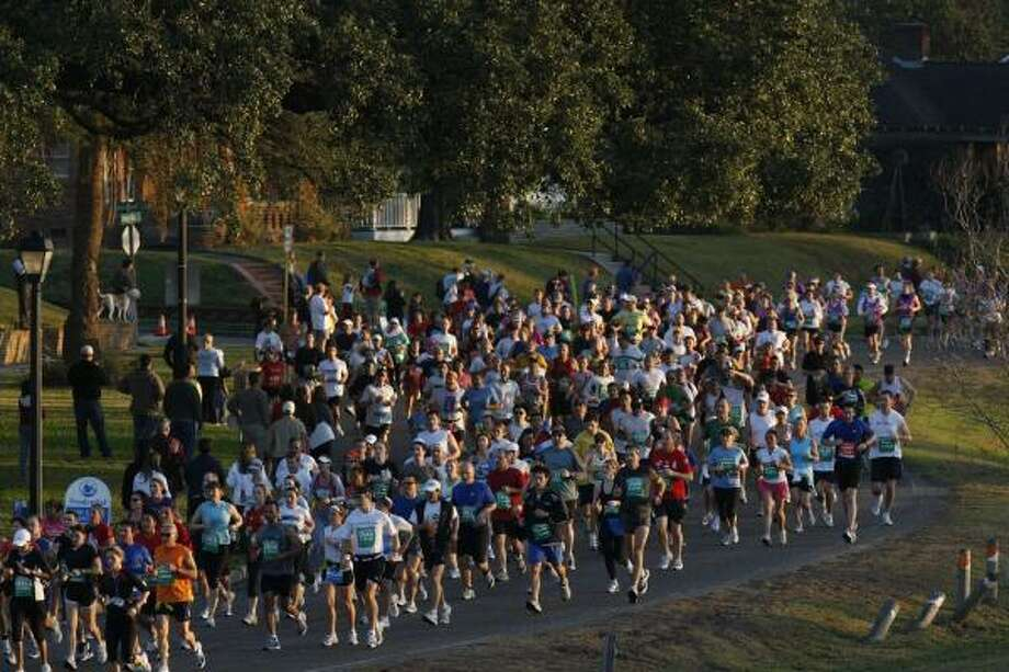 Thousands of runners make their way down White Oak Dr. in the Heights during the races. Photo: Johnny Hanson, Chronicle