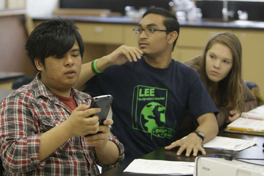 Lee High School students Jerrick Alegarbes, left, a senior, Liaqat Ali, a senior, and Kristen Johnson, a junior, take a prep session for Advanced Placement biology lab Saturday. Lee has one of the fastest growing Advanced Placement programs. Photo: Melissa Phillip, Chronicle