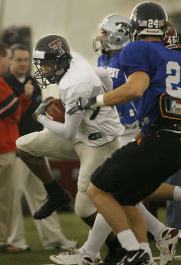 Texas Tech wide receiver Jarrett Hicks works out for the West. Photo: Kevin Fujii, Chronicle