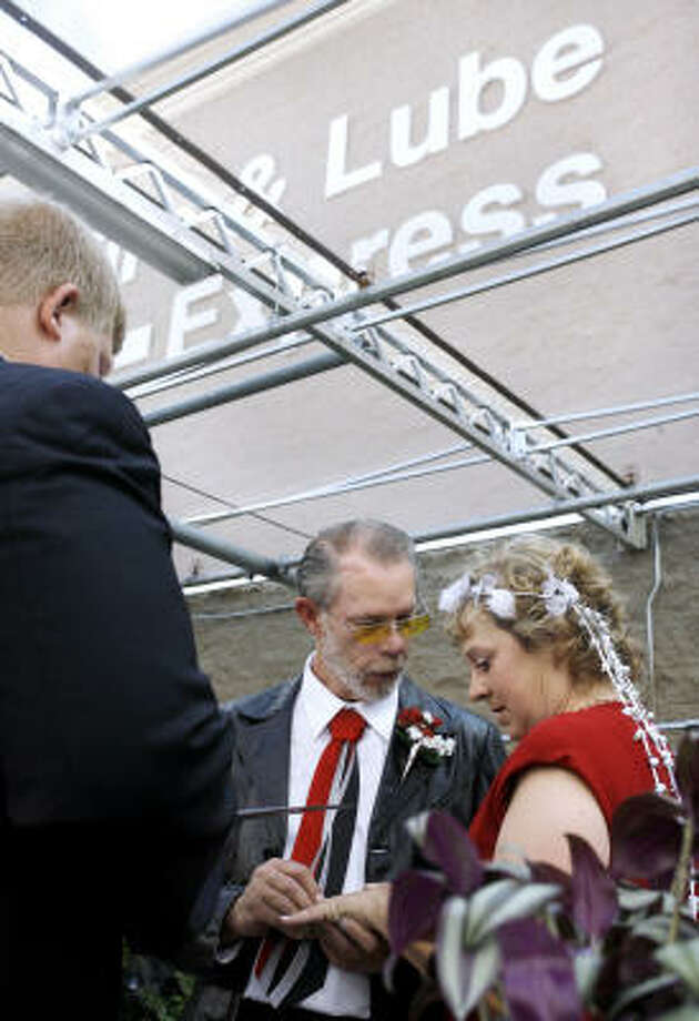 Chet Eldridge and Danna Hornback — shown at their Wal-Mart Supercenter wedding in Springfield, Ohio, on Thursday — met during the store's employee orientation. Photo: Barbara J. Perenic, Springfield News-Sun